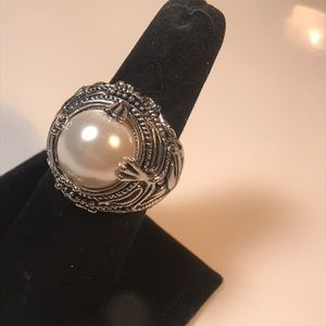 Premier Designs size 9.5 chunky faux pearl ring